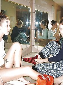 Two Lesbians In The Bath - Dos Lesbianas En El Bano