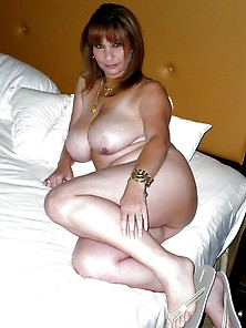 Madre (Mature Busty Mom)