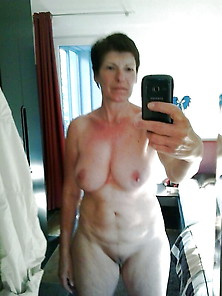 Amateur Flashing Mature, Self Home Mother