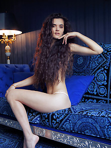Teen With Unruly Hair Teasing You With Her Exotic-Looking Labia