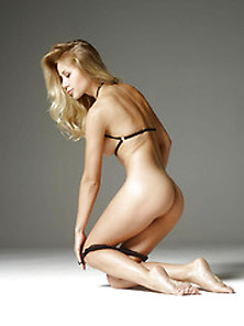 Darina L In Striptease By Hegre-Art (Nude Photo 3 Of 16)