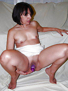Slut Brune Exhibed