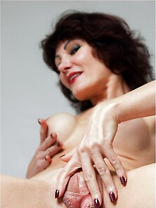 Shina Mature Model With Fake Boobs Casting